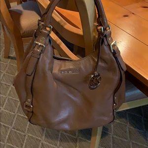Michael Kors leather handbag 👜 !! Amazing bag euc